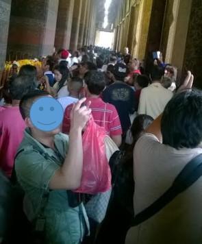 Padatnya pengunjung kuil